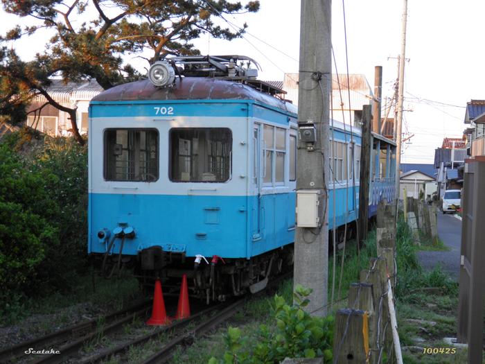 電車に詳しくない方でも「銚子電鉄」という名前は耳にしたことがあるのではないでしょうか?銚子電鉄は、大正12年(1923年)から続くローカル線で、何度か廃線の危機に見舞われましたが、現在も地元の方にとって欠かせない交通手段です。レトロな雰囲気が魅力と遠方から訪れるファンも増えています。