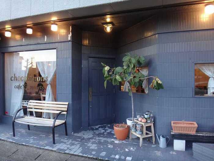 「chocolicious(ショコリシャス)」は、オープン前から行列ができることもある人気のおしゃれカフェです。