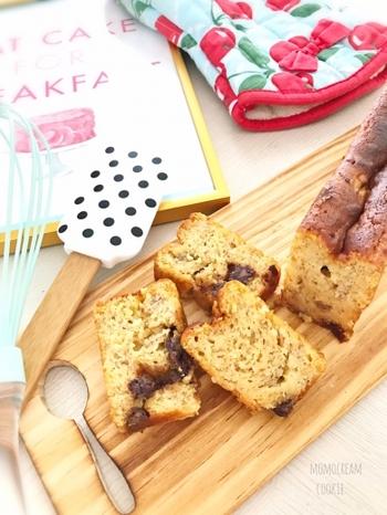 大豆粉を使って、高タンパク・低糖質なお菓子に。バナナとカカオ率の高いチョコを入れて、甘みを出します。