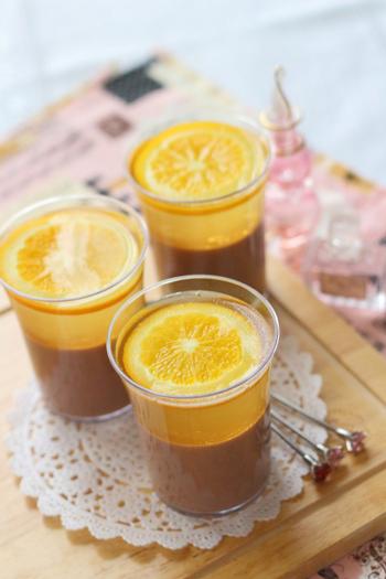 オレンジ香る爽やかゼリーと、濃厚なチョコプリンが同時に楽しめる贅沢な二層仕立て。甘みとしてラカントを使っています。ラカントはカロリーゼロで、主原料のエリスリトールといわれる糖は、食べても吸収されないので大丈夫です。