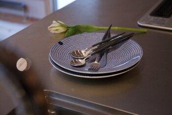 ポルトガルを代表するカトラリーブランド「クチポール」のアイテムは、スタイリッシュでシンプルなフォルムが魅力。マット仕上げの細柄がエレガントで、テーブルにモダンな雰囲気を演出してくれます。