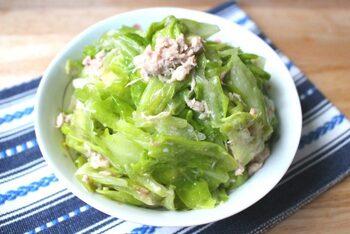 ちぎったキャベツとツナ缶、調味料でできる簡単な副菜。でも、やめられない美味しさです。おかずはもちろん、おつまみにもぴったり。野菜がたっぷり摂れるのがうれしいですね。