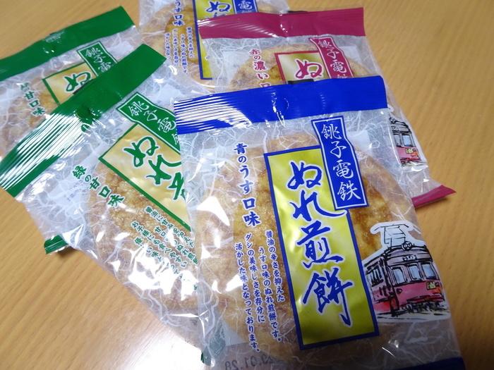 1枚ずつ購入することもできるので、全種類買って食べ比べするのも良いですね。なお、こちらの売店は「ぬれ煎餅駅」とあるものの、駅から少し離れています。銚子駅から車でアクセスするのがおすすめですよ。