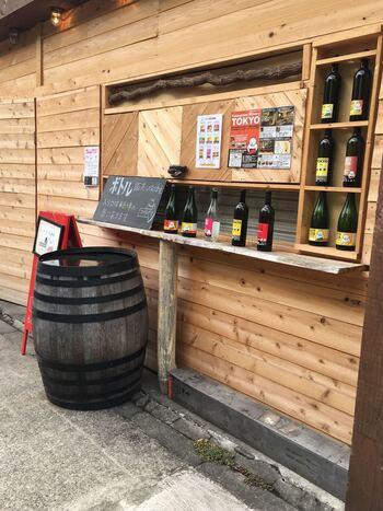 """「深川ワイナリー」は""""コト創りのワイン醸造所""""として気軽にワインを楽しんでもらいたいと造られたワイナリーです。併設のレストランでは、国産ぶどうで醸造したクラフトワインがいただけますよ。"""