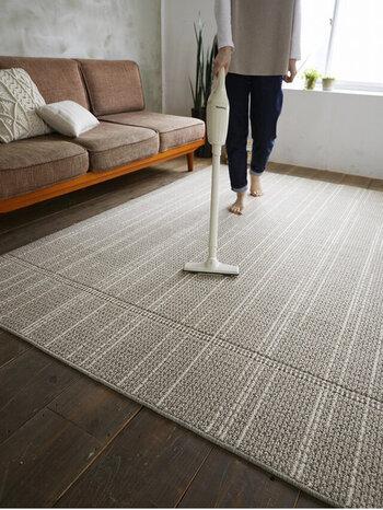 遊び毛が出にくいので掃除機もかけやすく、素足で感じる感覚がサラサラで気持ちいい。ホットカーペットや床暖房にも対応しています。