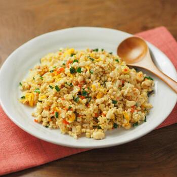 こちらは、お豆腐をご飯粒のように使って、お米の量は半分にしたチャーハン。食感は軽く、でもしっかりと量もあり味もついているので満足度の高いお昼ご飯になります。お豆腐でタンパク質もばっちり摂れますね。