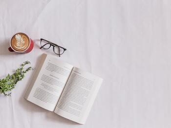 また、本を読むこともおススメ。エッセイでも詩集でも小説でもどんなものでもいいですが、ただ読んでおしまいにするのではなく、読み終えるたびに感想をまとめたりしてカタチに残すのが40代流の読書。印象に残りやすくなりますし、今後のプラスになりそうな内容をインプットできます。