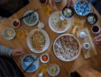 中華料理の副菜は、野菜も豊富で食感が楽しめたり、さっぱりテイストなのでお口直しにもってこいのものばかり。副菜の中には、そのまま麺類に乗せてメインになれるものもありますよ。色々幅が広い中華料理、おうちでも楽しんで作ってみてくださいね。