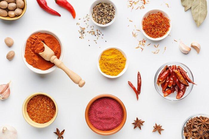 和風でまとめるなら、七味唐辛子やわさびやからし、洋風ならペッパーやタバスコなどの香辛料を加えると、ピリッといいアクセントになります。大人の味わいにしたいときにおすすめです。