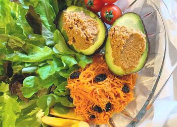 クリーミーなテクスチャーなので、スティック野菜につけたりバゲットに塗ってオープンサンドにするのもおすすめ。ショップのおすすめは、玄米ご飯にのせる食べ方なんだそう。ひと瓶あればいろいろな食べ方を楽しめますね。