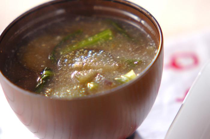 癖の少ない小松菜と、ナスも、おすすめの組み合わせです。後乗せで粉山椒やミョウガを加えると、大人の味わいに◎