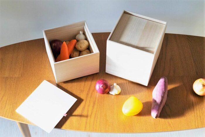 90年ほどの歴史を持つ増田桐箱店が作る野菜保存箱です。芋類や根菜は常温の方が美味しさを保てるので、保存箱に入れておくのがおすすめ。フタには革紐が付いていて、開け閉めしやすく見た目もすっきり!