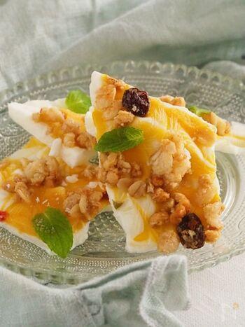 マンゴーピューレとグラノーラで爽やかな甘さを楽しめます。グラノーラのザクザク感も食べ応えがあります♪
