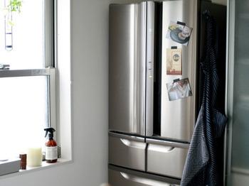 塩まくらのひんやり感を高めたいなら、使用前に冷蔵庫で冷やしてみましょう。塩まくらが冷却されて、より冷たさを感じることができますよ。