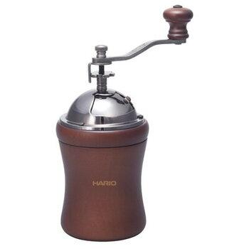 ドーム型の形状と天然木を使ったハンドルがかわいい、「ハリオ」のコンパクトなコーヒーミルです。臼はセラミック製なので摩擦熱によるコーヒー粉へのダメージが少なく、機能性もばっちり。
