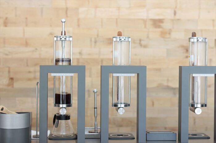 抽出には、最先端のマシンである「スチームパンク」も使用。メカニカルで近未来な見た目のマシンで抽出される様子をながめていると、どんな味のコーヒーが登場するのかと心が躍ります。