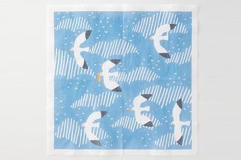 夏のテーブルに涼しい風を運んでくれるデザインです。白と水色の組み合わせは、ガラスの食器との相性も良さそう。海へのお出かけには是非連れて行きたいペーパーナプキンです。