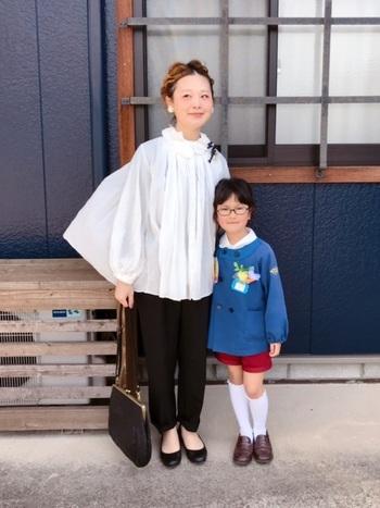 入学式や卒園式にもOKなブラウスコーデ。かっちり感のあるスーツは着られている感が出てしまう…という人にもおすすめしたいコーデです。