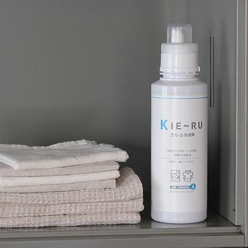 有用微生物を発酵培養することで生み出される「バイオAW」(活性水・酵素)を使用した安心無害の消臭液。悪臭の原因となる悪玉菌の繁殖を抑制してくれるから、部屋干しでも臭いません。天然成分なので、赤ちゃんやお肌の弱い方も安心して使えます。