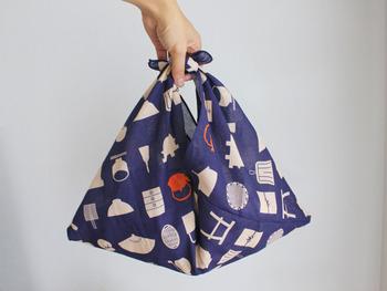 シルエットがかわいいあずま袋。実は直線縫いを2カ所するだけで出来るんです!ぶきっちょさんやミシンが無くても、簡単に作ることができます。
