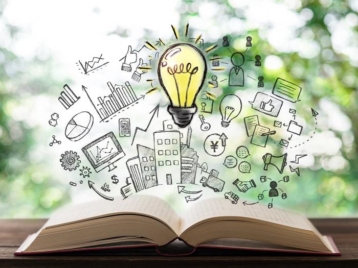 ビジュアル化して書かれた情報は、文字としての情報よりも効率良く頭が理解すると言われています。ただ文字を書いていくのではなく整理・俯瞰しながら書くことで、より広く脳が働くようになり、アイデアも沸きやすくなるのです。