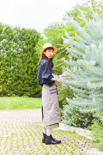 植物がすくすくと育つこの時季、暑さと虫に悩まされることが多い庭仕事をおしゃれに快適に。UVカットに虫除け機能付きだから、スカートも気にせず穿けます。外仕事だっておしゃれが叶うから、ばったりご近所さんに会っても大丈夫!
