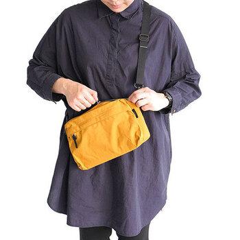 こちらは横長タイプ&マチが広めに設計された「STANDARD SUPPLY(スタンダードサプライ)」のショルダーバッグ。ポケットや内側の仕切り、収納のしやすさも抜群!持ち物をきれいに整理できるので、日常使いのバッグにおすすめです。
