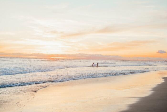海と空を感じるリラックスムードなお部屋。「西海岸風インテリア」のつくりかた