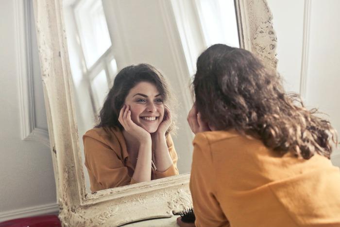 身体の機能としてご紹介したホメオスタシスは、心理学の世界では人の心理に当てはまる言葉としてあげられます。変化を嫌い、今の状態をキープしようとする心理。常に前向きにダイエットの成功へと向かいためには、気持ち作りも大切ですよ。「私は◯kg痩せてきれいになる」「ダイエットを成功させてお気に入りのワンピースを着る」と、肯定的な目標を口に出したり紙に書いたりしてモチベーションを維持しましょう。