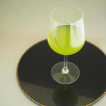 貴重な有機抹茶をブレンドした目にも鮮やかな緑茶です。渋みのない味わいで、華やかな香りはマスカットにも例えられるほど。水出しで美味しく味わえるようにブレンドされています。1ℓに対して10gの茶葉を入れ、20~30分経ったら濾して楽しみましょう。
