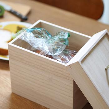 パン以外にも、ポテトチップスやおせんべいなど、湿気が苦手な食材の保管にも。