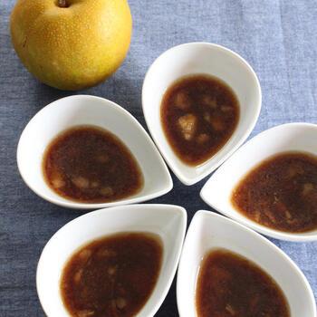 お隣の韓国では梨を使った料理が多くあります。梨に含まれるタンパク質分解酵素をいかした焼き肉のタレでお肉を漬け込むと普段のお肉が柔らかく変身。梨の自然な甘さのおかげで、砂糖控えめなのもうれしいポイント。
