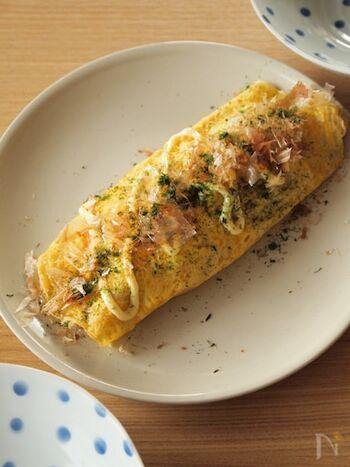 コンビニでも手に入るキャベツの千切りと卵を使って、おつまみにも喜ばれるとん平焼きを。かつお節と青のりはなくてもOKですが、あると風味豊かに仕上がります。食物繊維がしっかりと摂れるので、和朝食にもおすすめ。