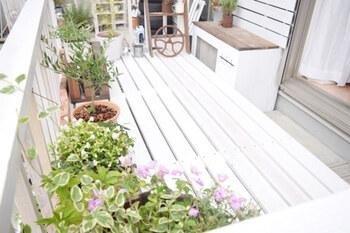 アウトドアリビングは、ガーデニングを楽しむのにもおすすめのスペース。お好みの花やハーブなどを育ててみてはいかがでしょう。  お部屋からフラットに繋がるスペースなので、気軽に出入りできるのが魅力。毎朝の水やりやお手入れなどもぐっとラクになりそう。