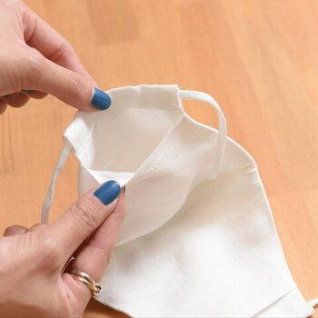 内側にはフィルターポケット付き。ガーゼや不織布フィルターでより効果的に。
