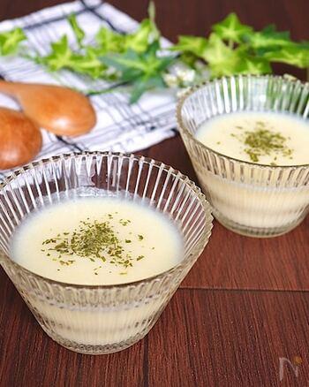 冷製スープといえば、最初にイメージするのがビシソワーズでは?じゃがいもの優しい甘さと、上品でなめらかな口当たりは絶品。おもてなしにも出せる一品です。