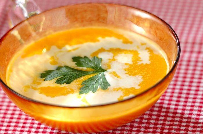 甘くてコクのあるかぼちゃのスープは、夏は冷やして楽しむのがおすすめ。まろやかな味わいが、のどや体を癒してくれます。おなかにもたまりますので、満足感のある1杯になります。