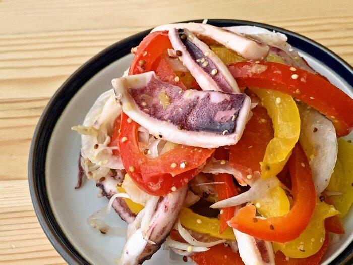 ビシソワーズに合わせる作り置きおかずは、栄養バランスに優れたマリネなどいかがでしょう。魚介が入ることでたんぱく質も摂れます。彩りの美しさも、食欲をアップの秘訣!