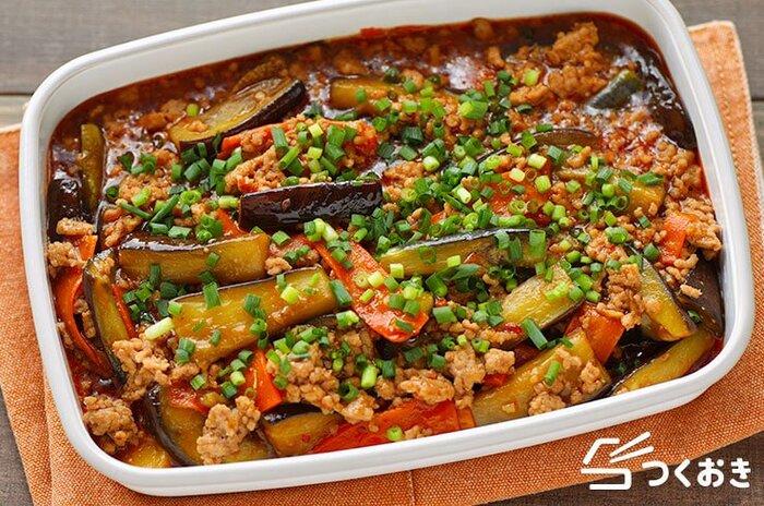 中華風スープには、やはり中華おかずが合いますね。こちらは、食べ応えのある麻婆なす。スタミナのつく作り置き常備菜です。味噌やオイスターソースなどの調味料で、味もしみしみ、コクうま!