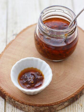 おなじみの食べるラー油も、手作りなら一味違うおいしさに。冷蔵庫で一週間保存できるので、ごはんのお供や、冷ややっこ、おかずにかけても◎。