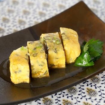 卵焼きは、お弁当や朝食のおかずとして定番のお料理。 ついついレシピがマンネリしがちですが、きくらげを使用するとひと味違う味わいと食感を楽しめます。 お弁当に、食物繊維やカルシウムを手軽にプラスできるのも嬉しいポイントです。