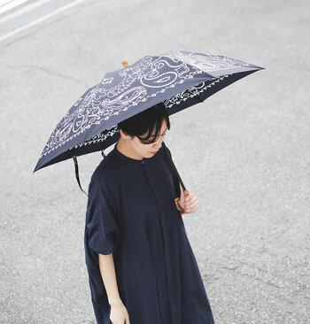 manipuri|UV加工晴雨兼用グラフィックプリント折りたたみ傘  バンダナ柄がおしゃれな晴雨兼用傘。スカーフのようなデザインで、コーデのアクセントになります。