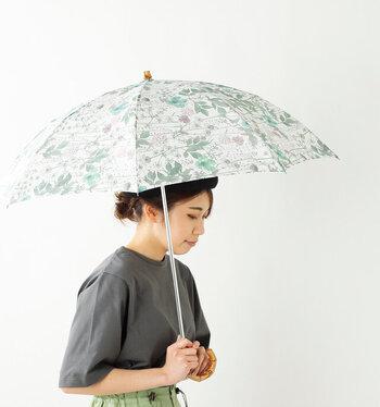 Cou Pole|晴雨兼用リバティプリントバンブーハンドル折り畳み傘 irma-pup  涼しげな配色の花柄が、夏の上品コーデにぴったり。雨の多い梅雨から日差しが気になる夏本番まで、毎日持ちたくなるデザインです。