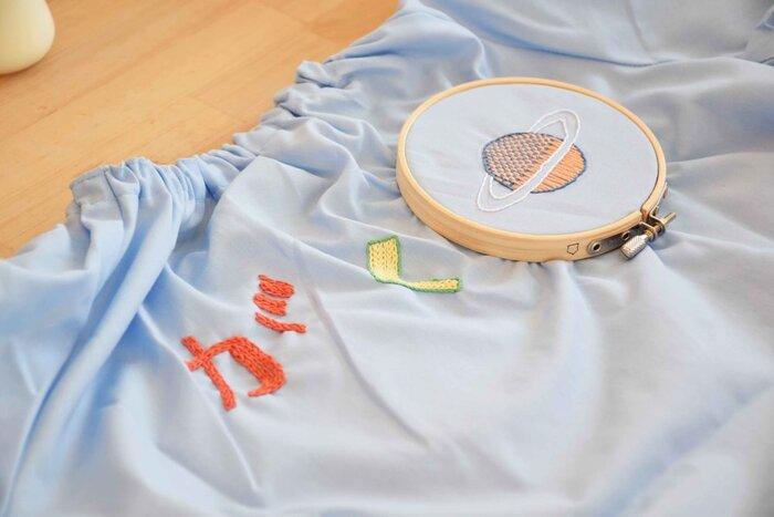 お子様の洋服に名前の入った刺繡を。子供の好きなモチーフを一緒に刺繡すれば、さらにお気に入りの一着に。洋服を大切にしてくれるきっかけにもなっていきます!
