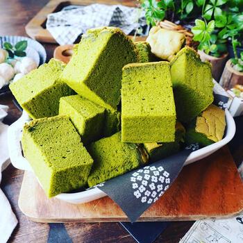 苦味のある抹茶テイストの台湾カステラもおいしそうですね。きめ細かでふわふわの仕上がります。緑茶にも合いそう。