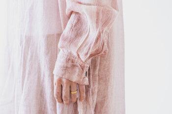 大人のピンクは可愛さよりも「遊び」が大切。コーデに使える色見本