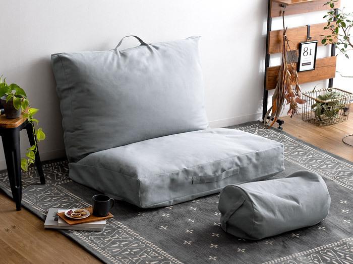 布団を収納するスペースがない…!という人には、収納袋がそのままクッションとして使えるこんなアイテムも。組み合わせれば立派なソファにもなります。一人暮らしの人にオススメ!