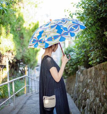 Bon Bon Store|晴雨兼用 防水&UV撥水コーティング加工 アフリカンバティック長傘   アフリカとヨーロッパの文化が合わさって生まれた柄で、異国情緒豊かな傘。シンプルなコーデに取り入れれば、コーデのアクセントになってくれます。
