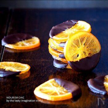 オレンジの香りと甘さが心も体もほぐしてくれます。時間と手間がかかりますが、没頭できて気持ちが不安なことから離れられますよ。チョコレートの種類を好みに合わせて変えるのも楽しいですね。