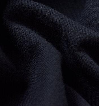 購入前は肌触りと程よい厚みを確認するようにしましょう◎柔軟性と耐久性に優れた繊細の「スーピマコットン」や、最も繊維が長く着用した時の肌触りが皮膚のように柔らかい「シーアイランドコットン」などは良質な素材といえます。